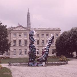 Crocodie dans les jardins de la mairie